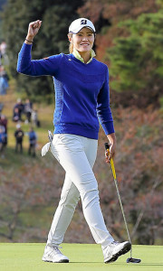 ゴルフ 打ちっぱなし 服装 女性 画像