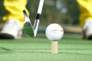ゴルフ練習 アイアン 練習 ティーアップ